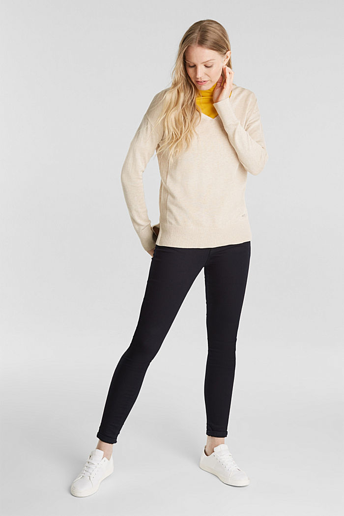 V-neck jumper containing organic cotton, SAND, detail image number 1