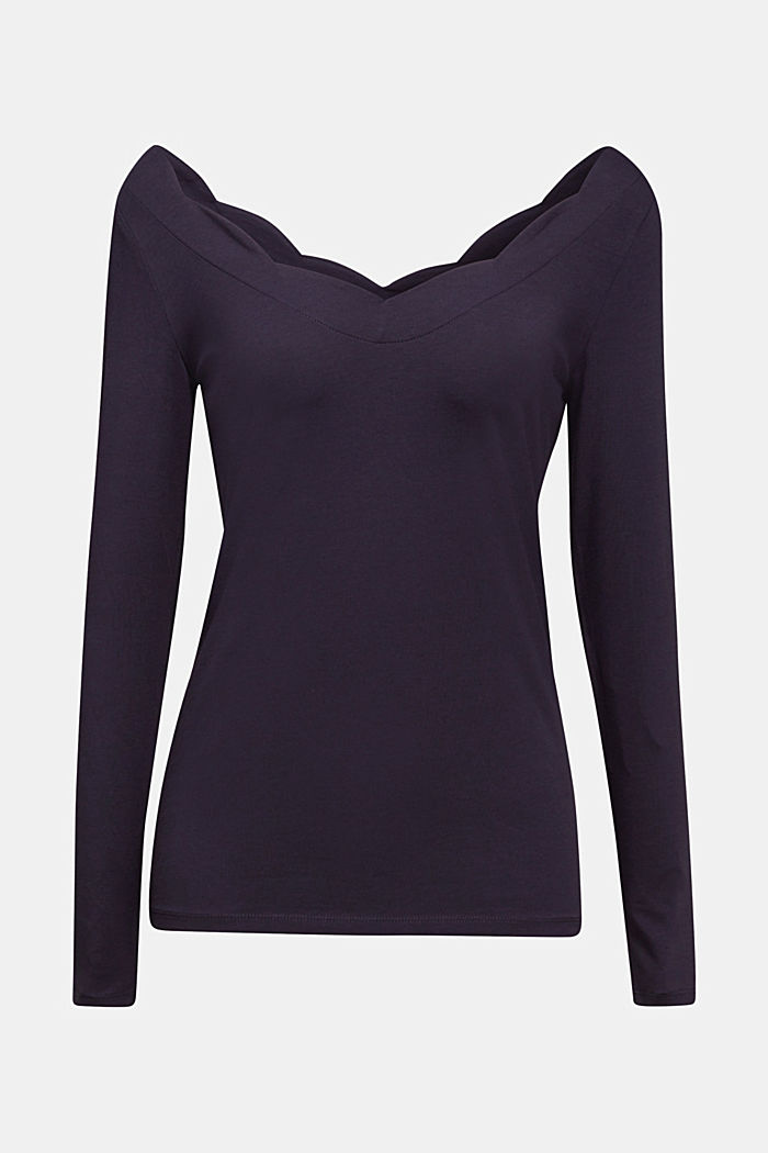Long sleeve top with wavy edges