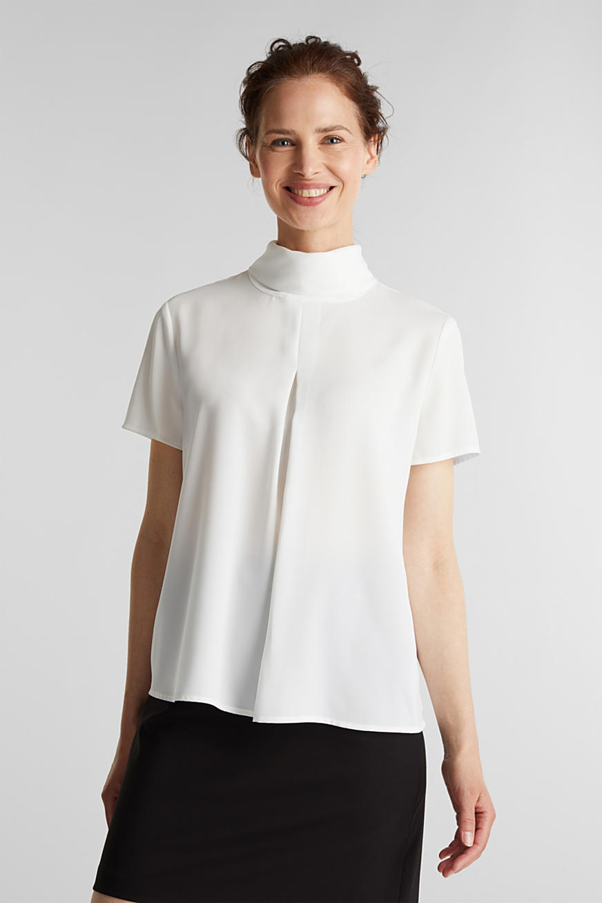 Blouse made of recycled fabric with a front pleat