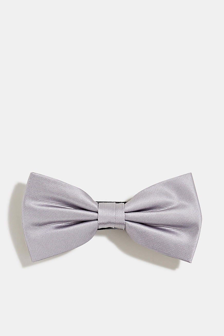 Bow tie made of 100% silk