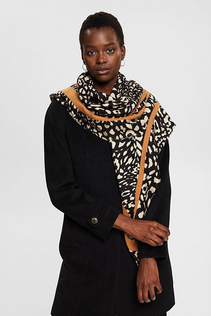 En matière recyclée: le foulard au look léopard