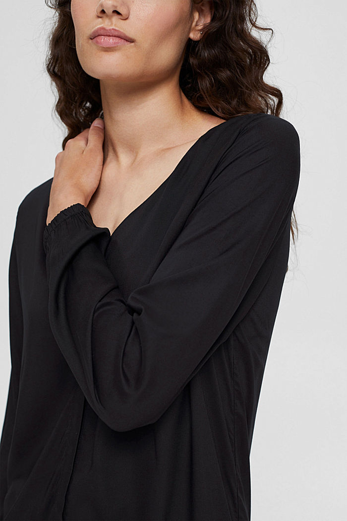 Blusa con scollo a V in LENZING™ ECOVERO™, BLACK, detail image number 2
