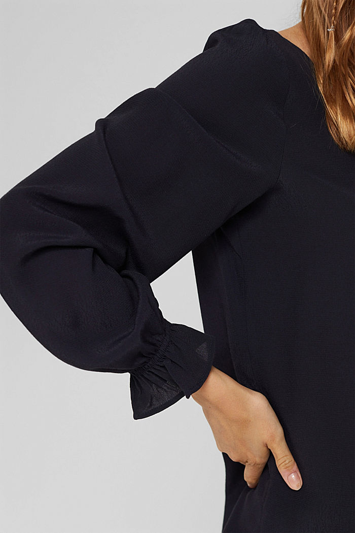Bluse mit Volantdetails und LENZING™ ECOVERO™, NAVY, detail image number 2