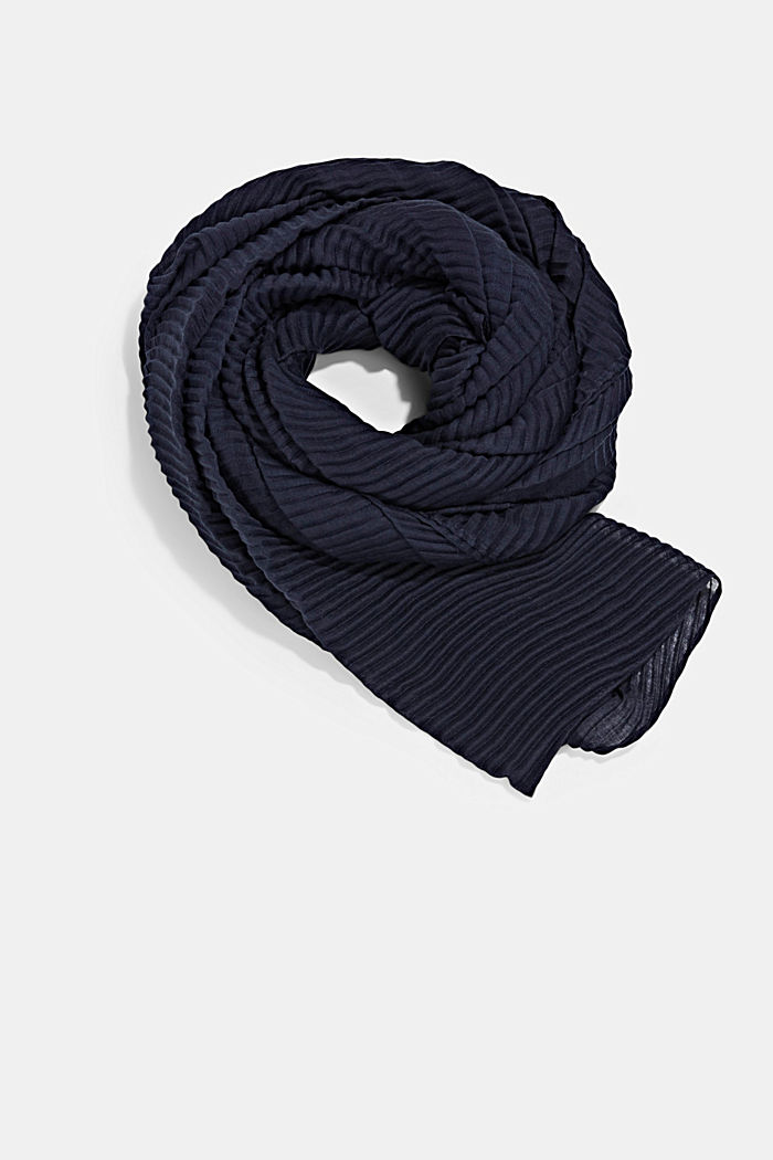 Scarf with accordion pleats