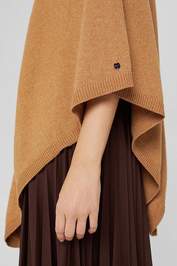 En matière recyclée: le poncho en laine mélangée, CARAMEL, detail image number 3