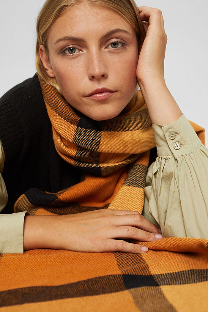 Recycled: large woven check scarf, CARAMEL, detail image number 3