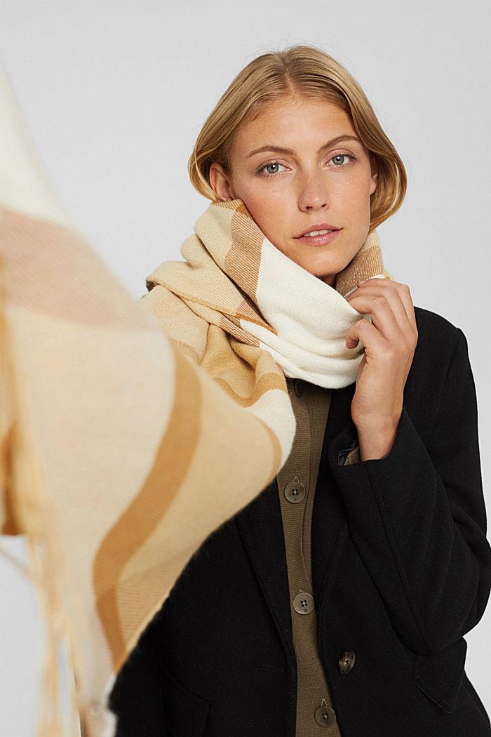 Matière recyclée: la grande écharpe tissée à carreaux, CREAM BEIGE, detail image number 3