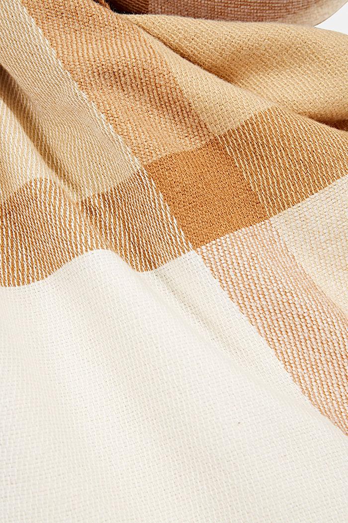 Matière recyclée: la grande écharpe tissée à carreaux, CREAM BEIGE, detail image number 2