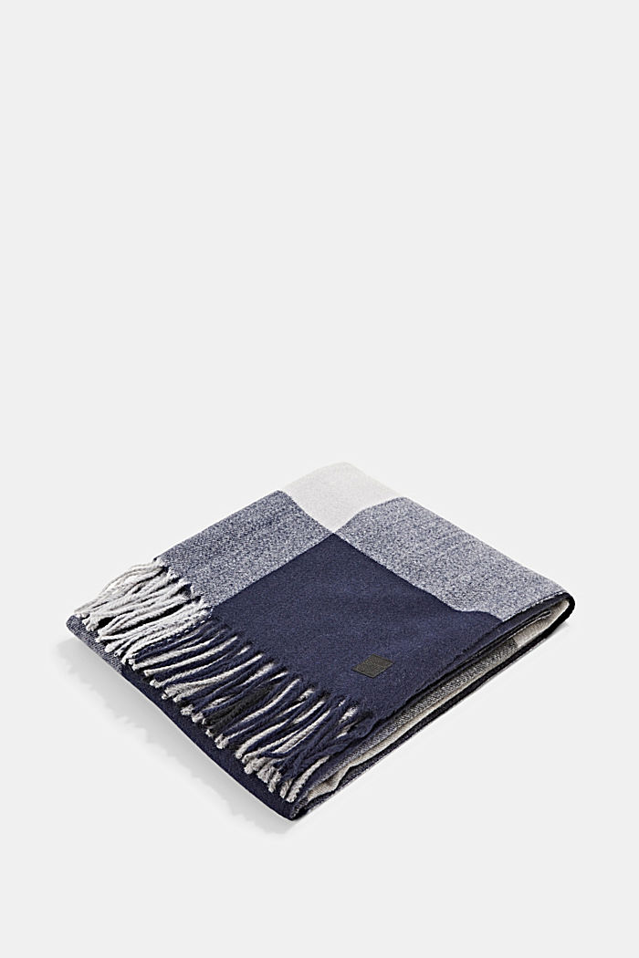 Recycelt: Schal mit Webmuster