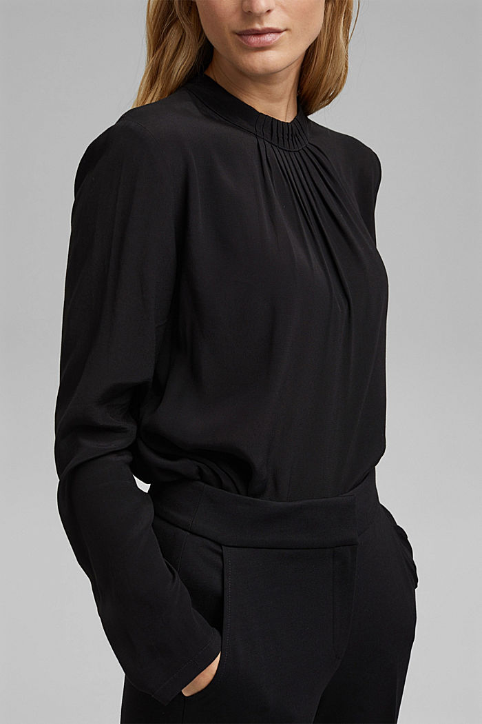 Pleat detail blouse containing LENZING™ ECOVERO™, BLACK, detail image number 2