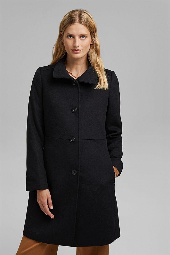 En laine mélangée: le manteau à col montant