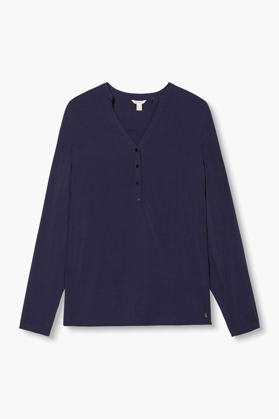 This flowing basic blouse with adjustable sleeves and a feminine cup neckline is the perfect essential!