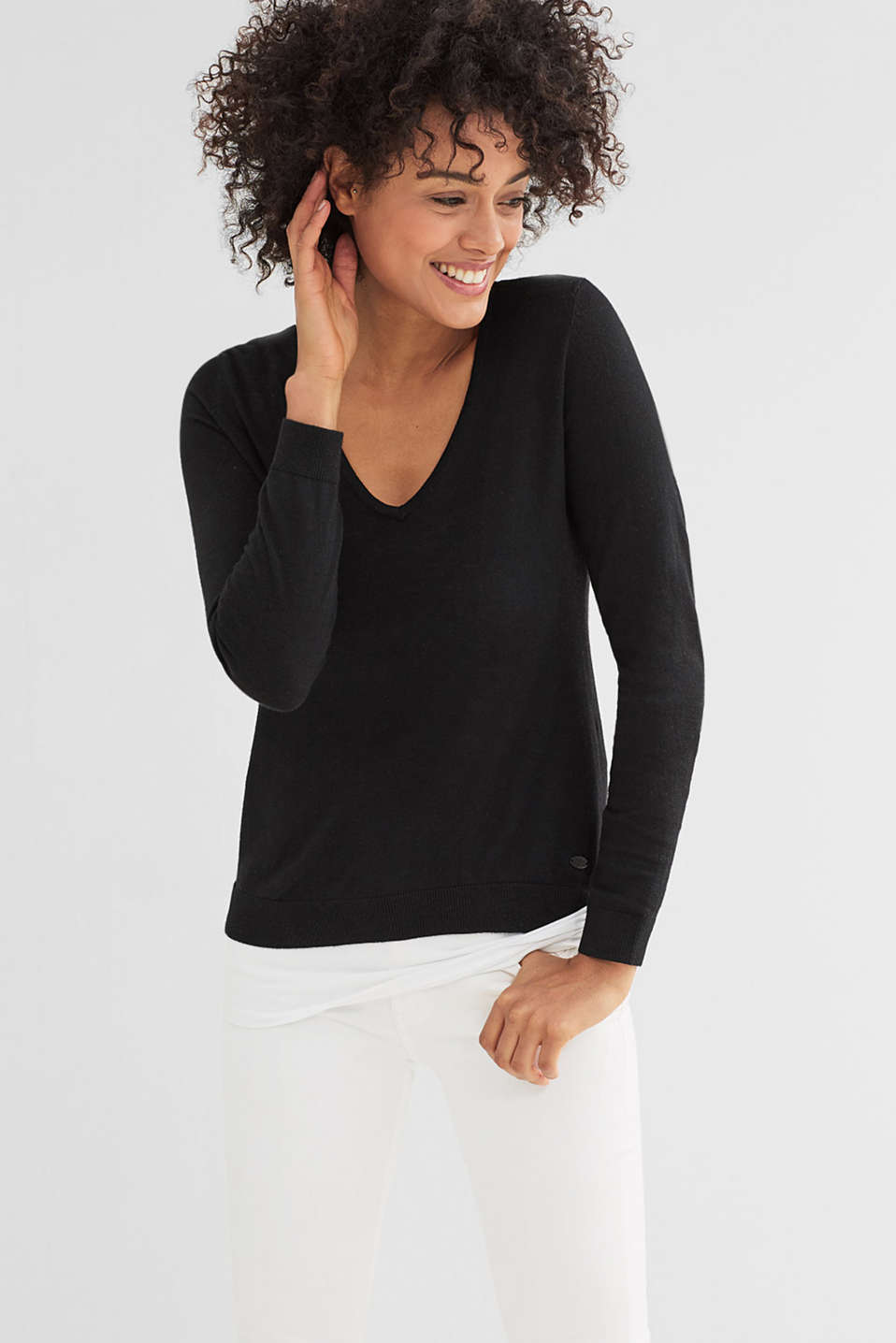 Basic fine-knit V-neck jumper