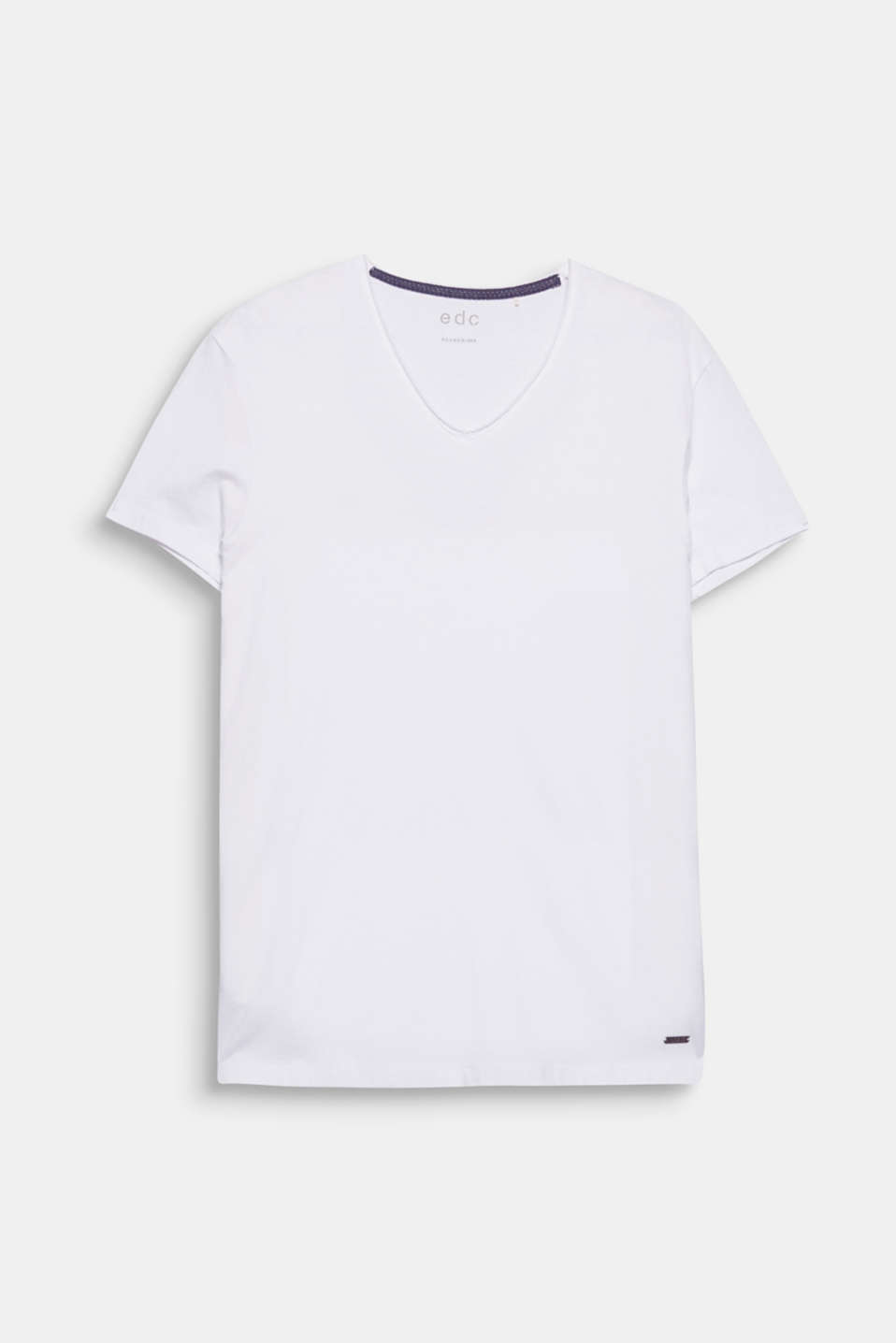 Your go-to fashion basic: T-shirt with a V-neckline in 100% cotton