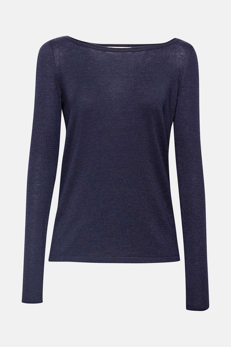 This wide neck jumper with diagonal decorative seams is the perfect essential for relaxed looks!