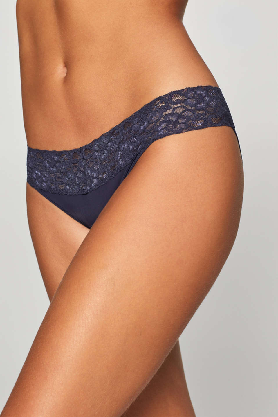 Hipster briefs made of microfibre fabric with a lace waistband