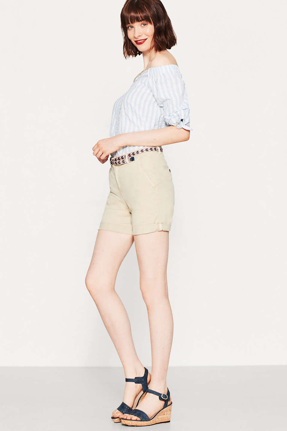 Esprit - Stretch cotton shorts with a textile belt