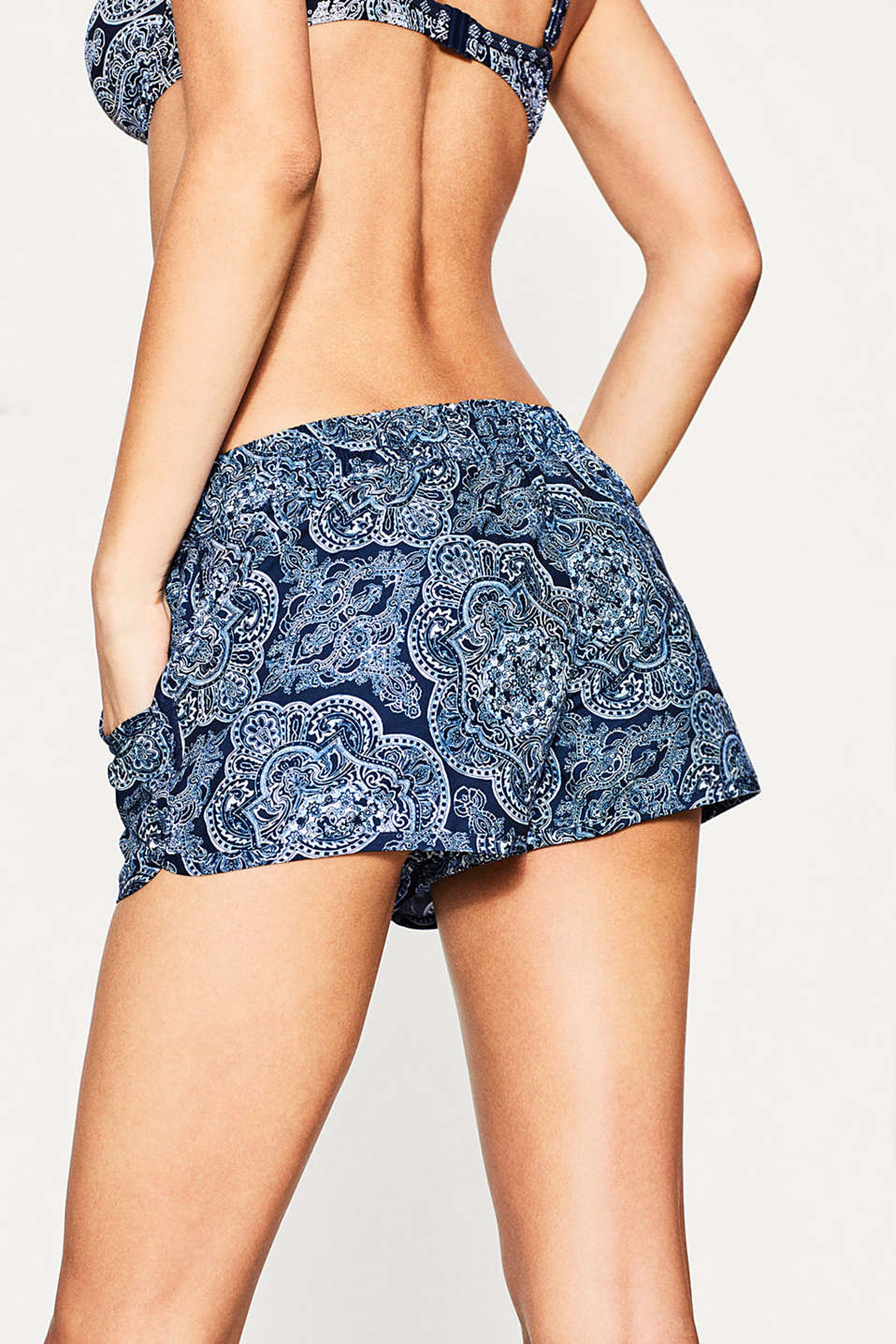 Woven shorts with a paisley print