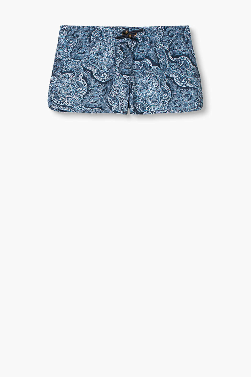 A beautiful print creates a must-have piece - like these silky shorts with a paisley pattern!