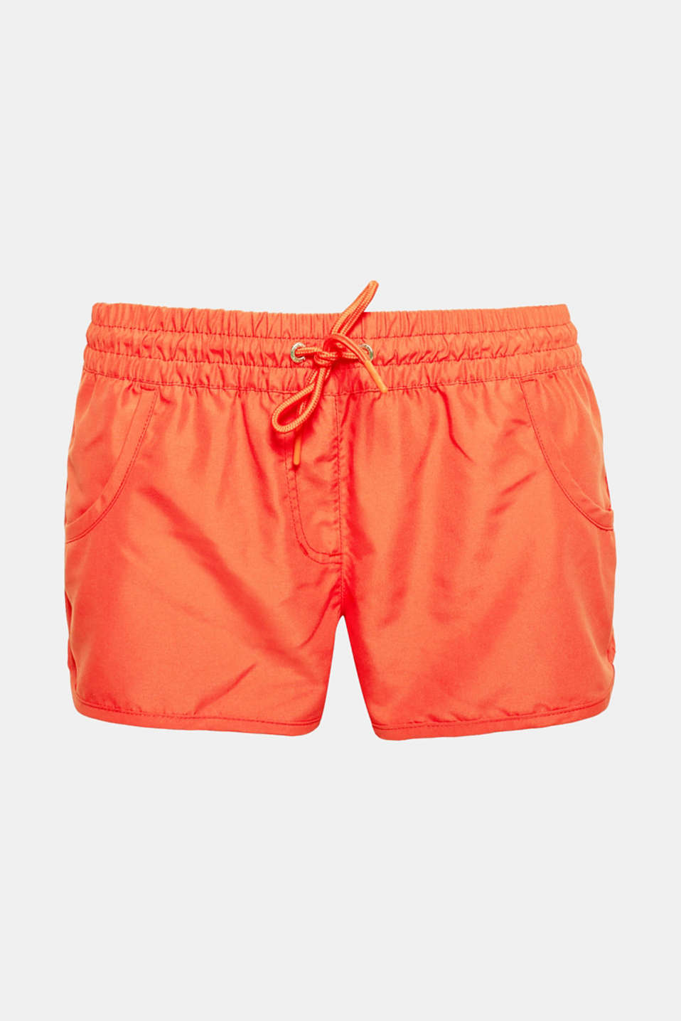 These lightweight woven shorts with an elasticated waistband in a sporty look are your favourite piece for warm nights!