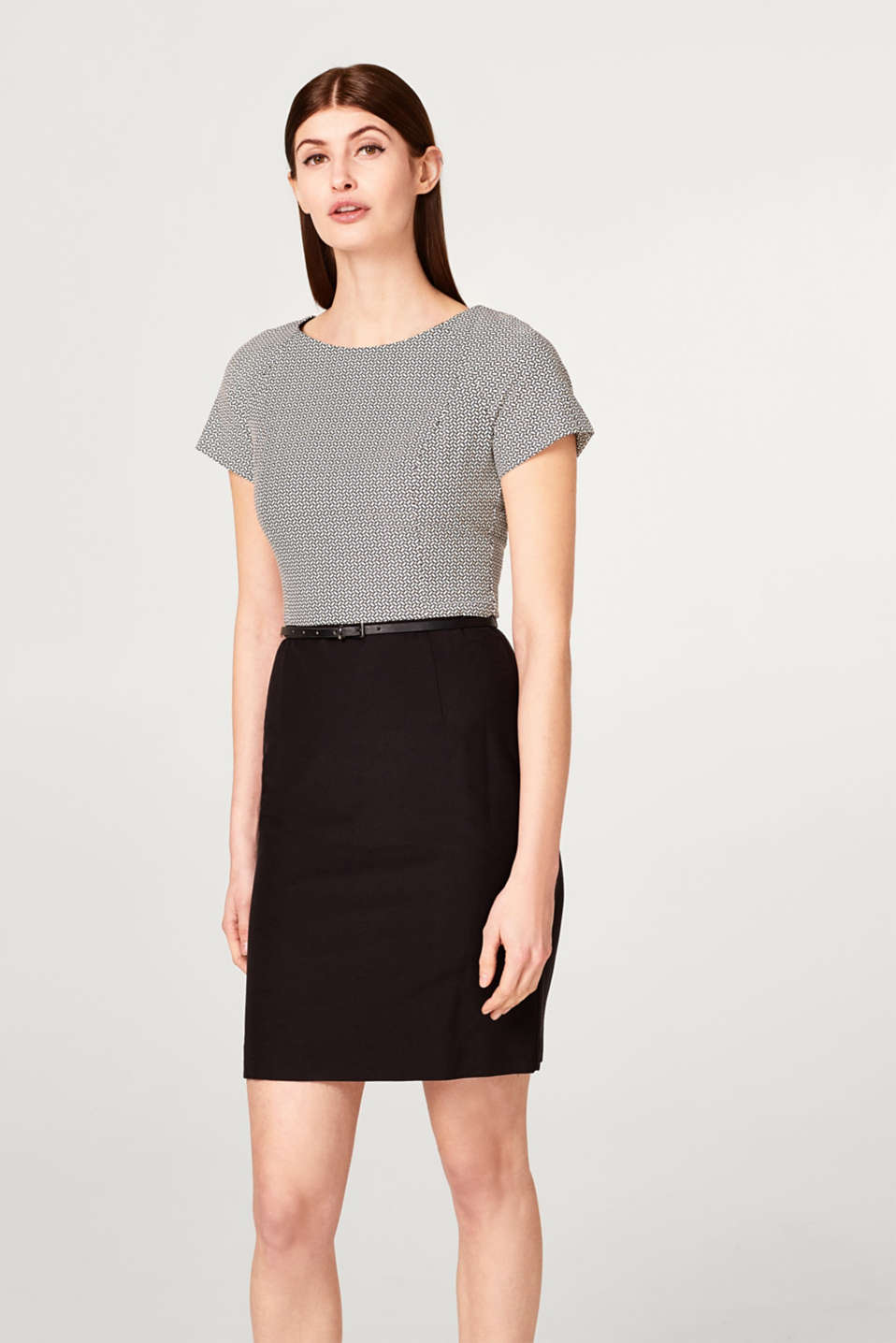 Esprit - Super stretchy sheath dress with a belt
