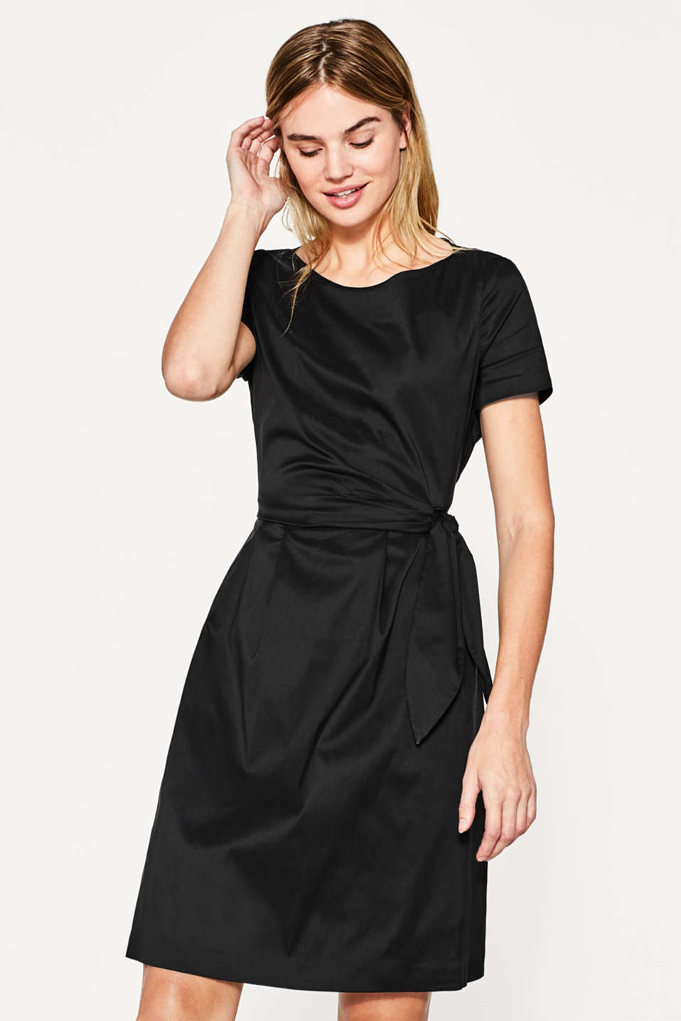 Esprit - Elegant silky look dress with sash