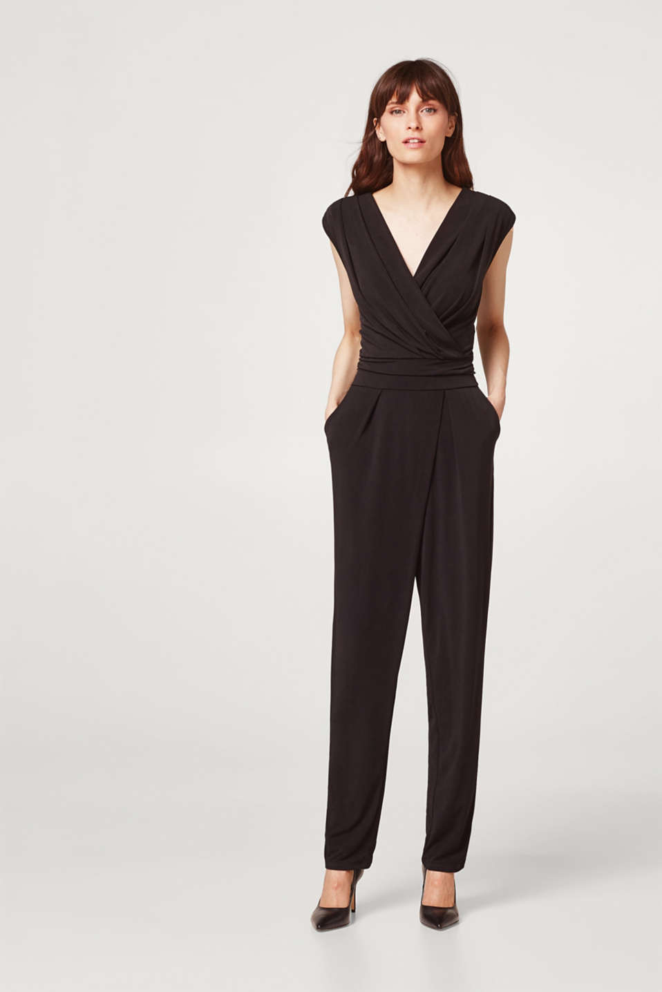 Soepele, stretchy jumpsuit met wikkeleffect