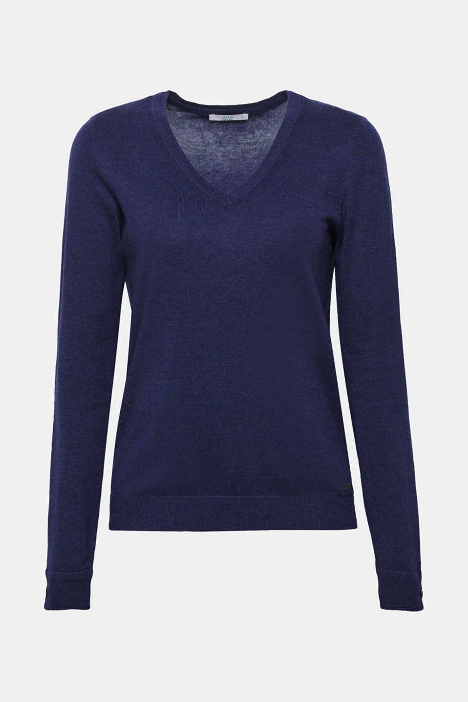 This understated V-neck jumper containing environmentally-friendly, premium organic cotton is an indispensable basic.