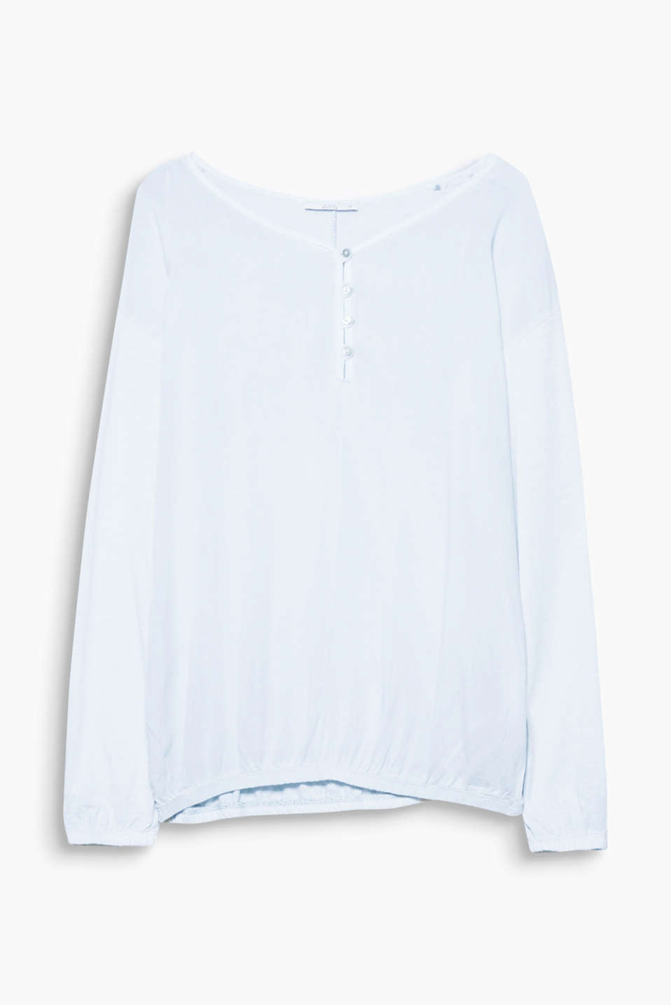 This long sleeve top is a must-have basic in a lightweight material mix with a casual dye and elasticated details!