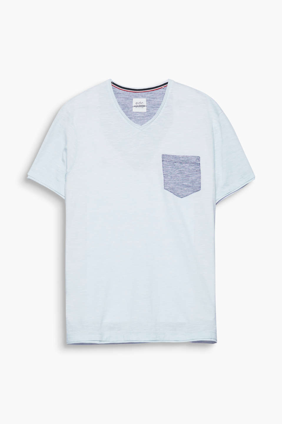This V-neck T-shirt with a breast pocket is a cool fashion essential.