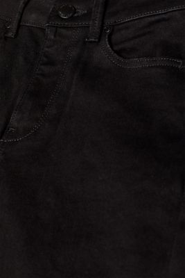 Shaping jeans in jet black denim, recycled