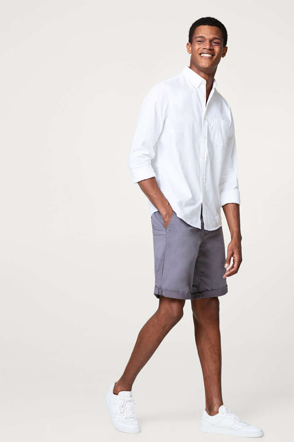 Esprit - Stretch cotton shorts with a woven belt