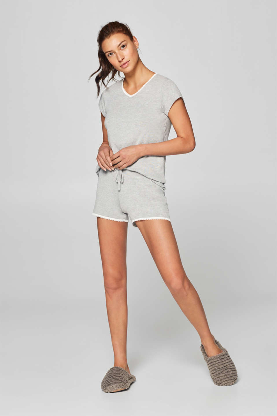 Esprit - Jersey shorts with delicate lace