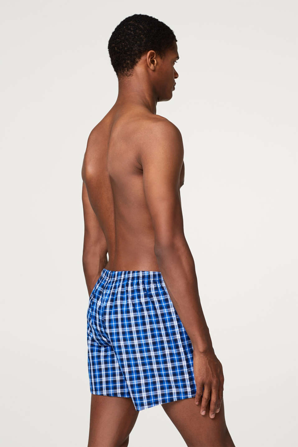 Lightweight woven shorts in 100% cotton