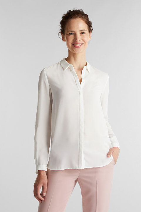 Crêpe blouse with a concealed button placket