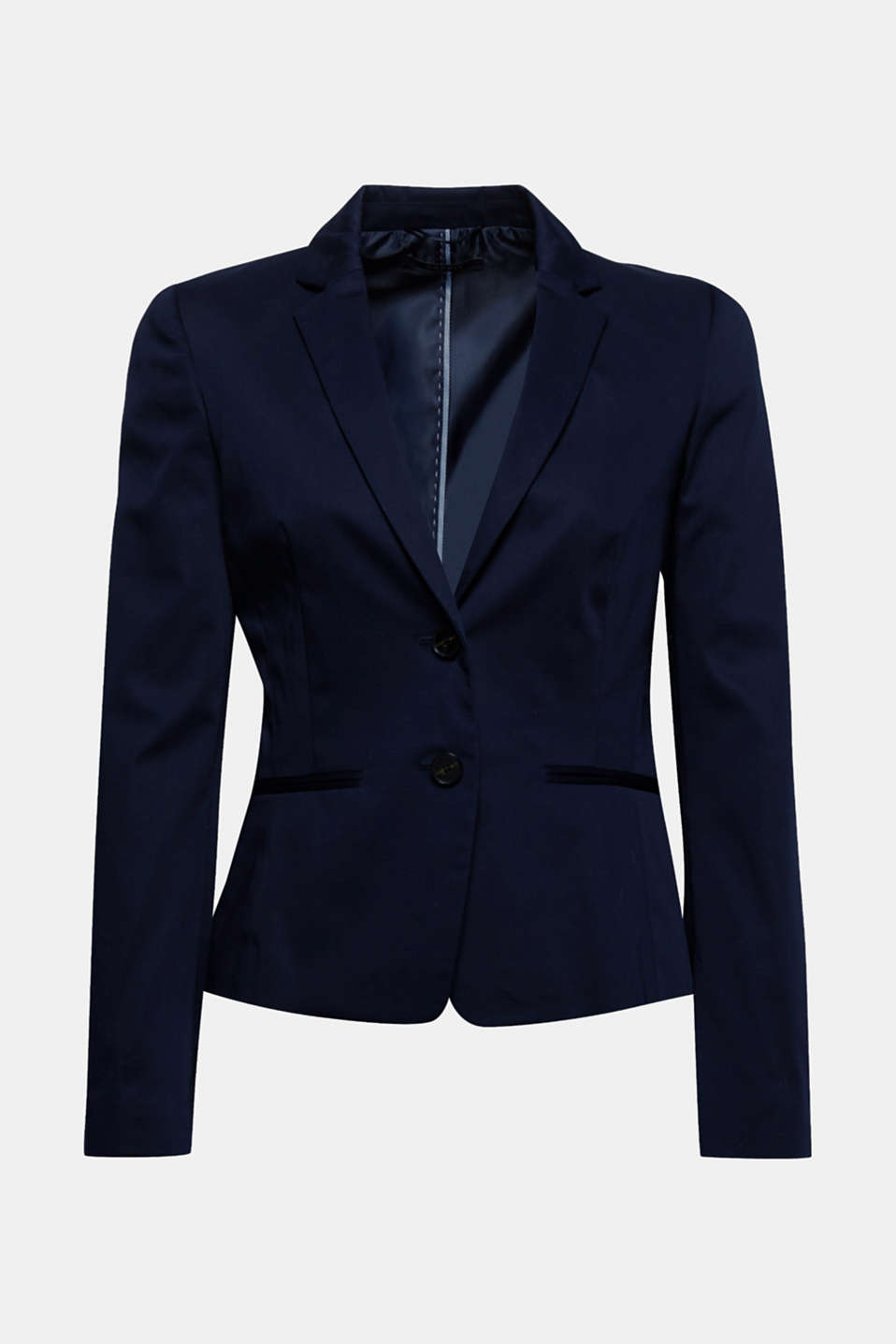 Your timeless fashion essential! The matte sheen and the fitted silhouette give this blazer a feminine touch.