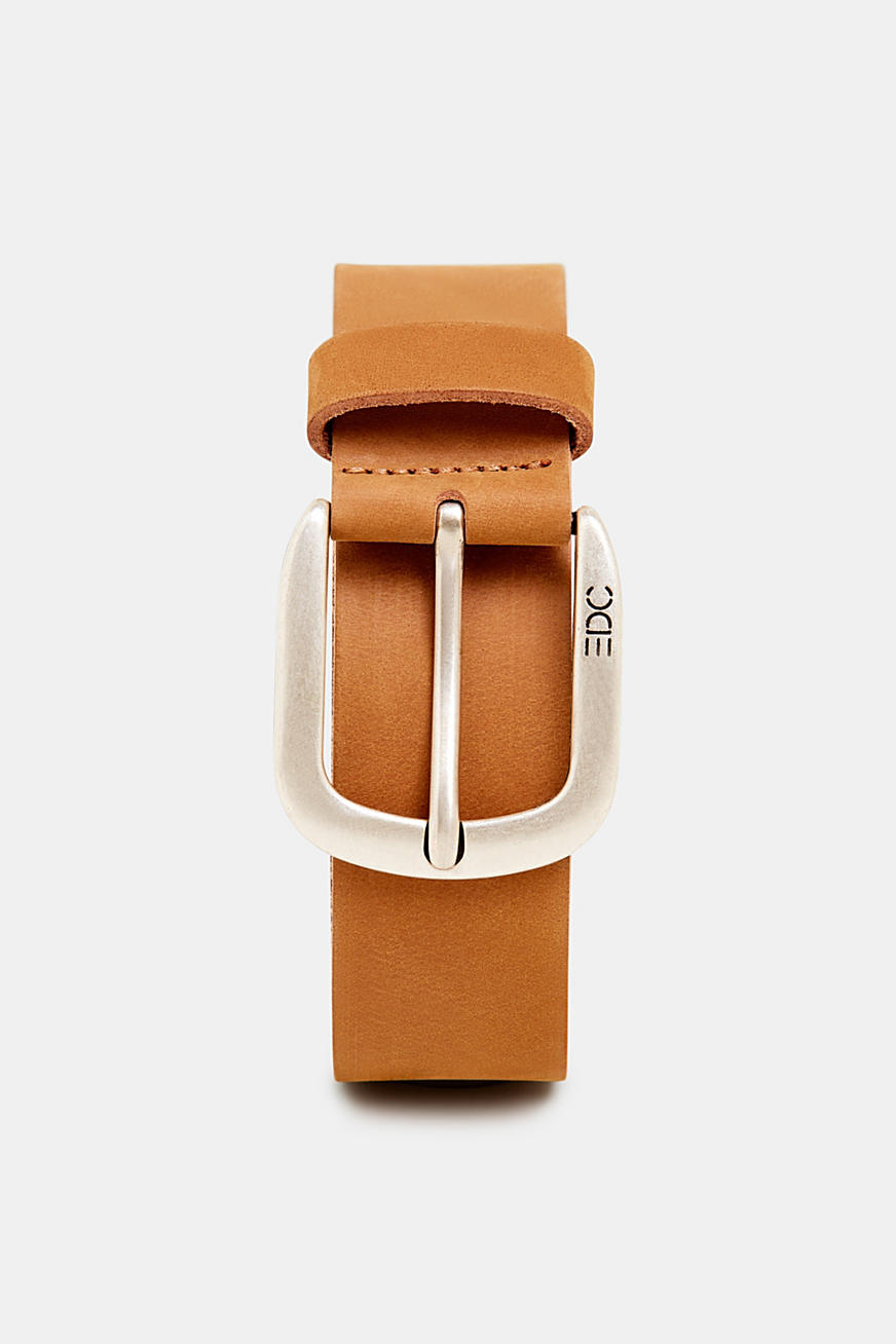 Leather belt with a matte outer surface