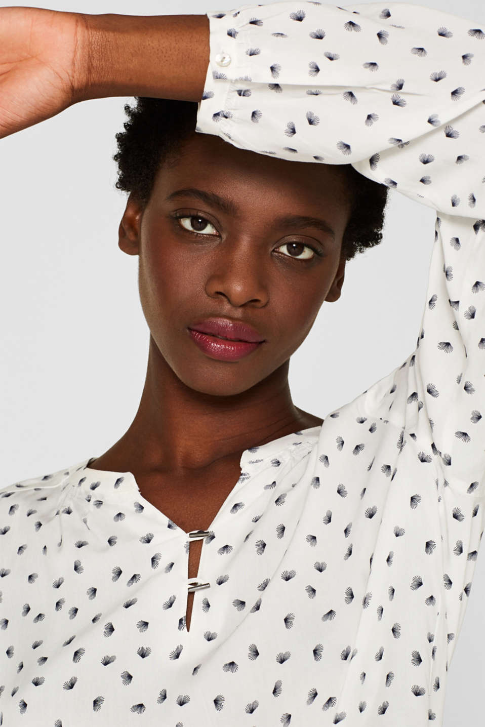 Print blouse with a Henley neckline, OFF WHITE, detail image number 6