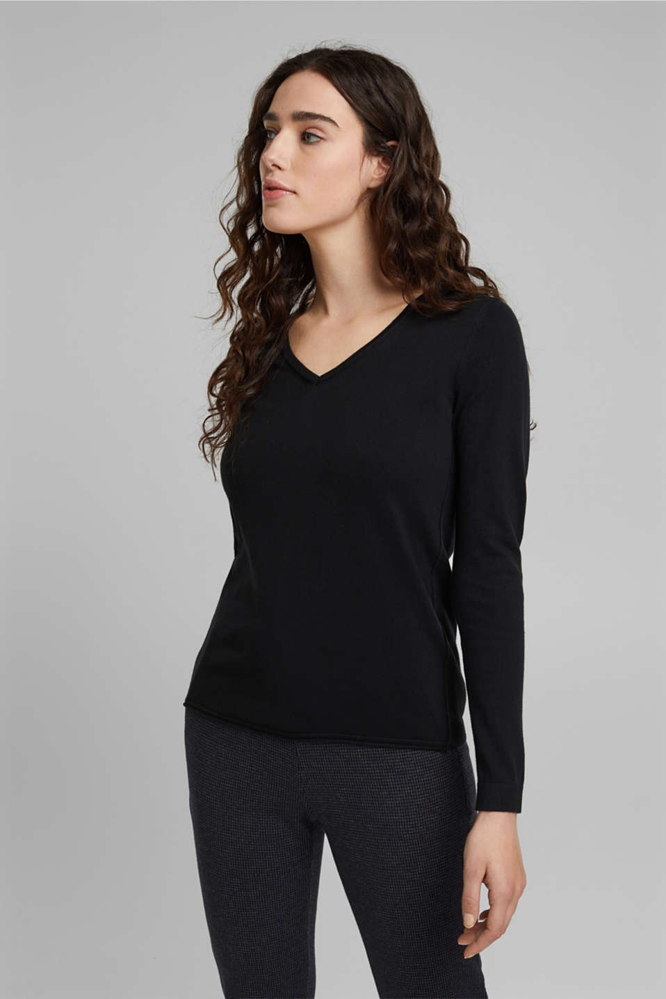 V-neck jumper with organic cotton