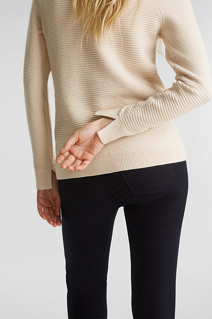 Basic jumper with a ribbed texture, SAND, detail image number 2