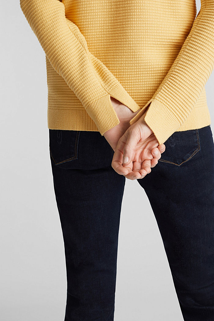 Basic jumper with a ribbed texture, YELLOW, detail image number 2