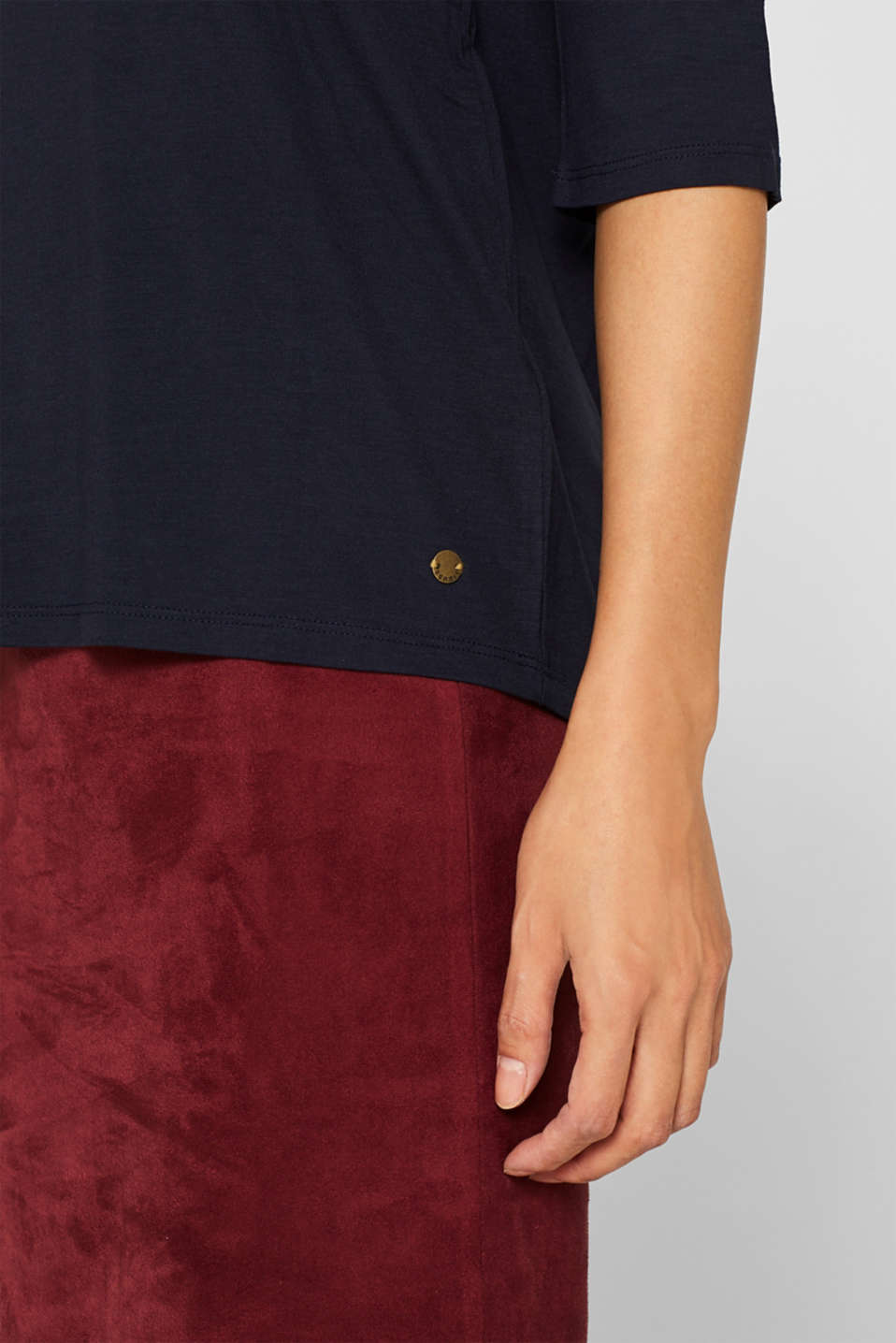 Stretch T-shirt with a V-neckline, NAVY, detail image number 2