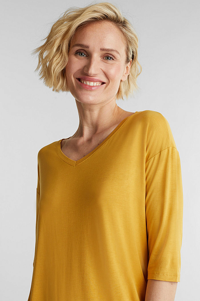 Stretch T-shirt with a V-neckline, HONEY YELLOW, detail image number 5