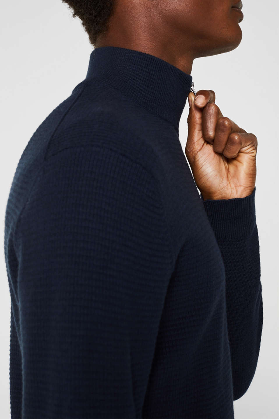 With cashmere: Textured knit jumper, NAVY, detail image number 6