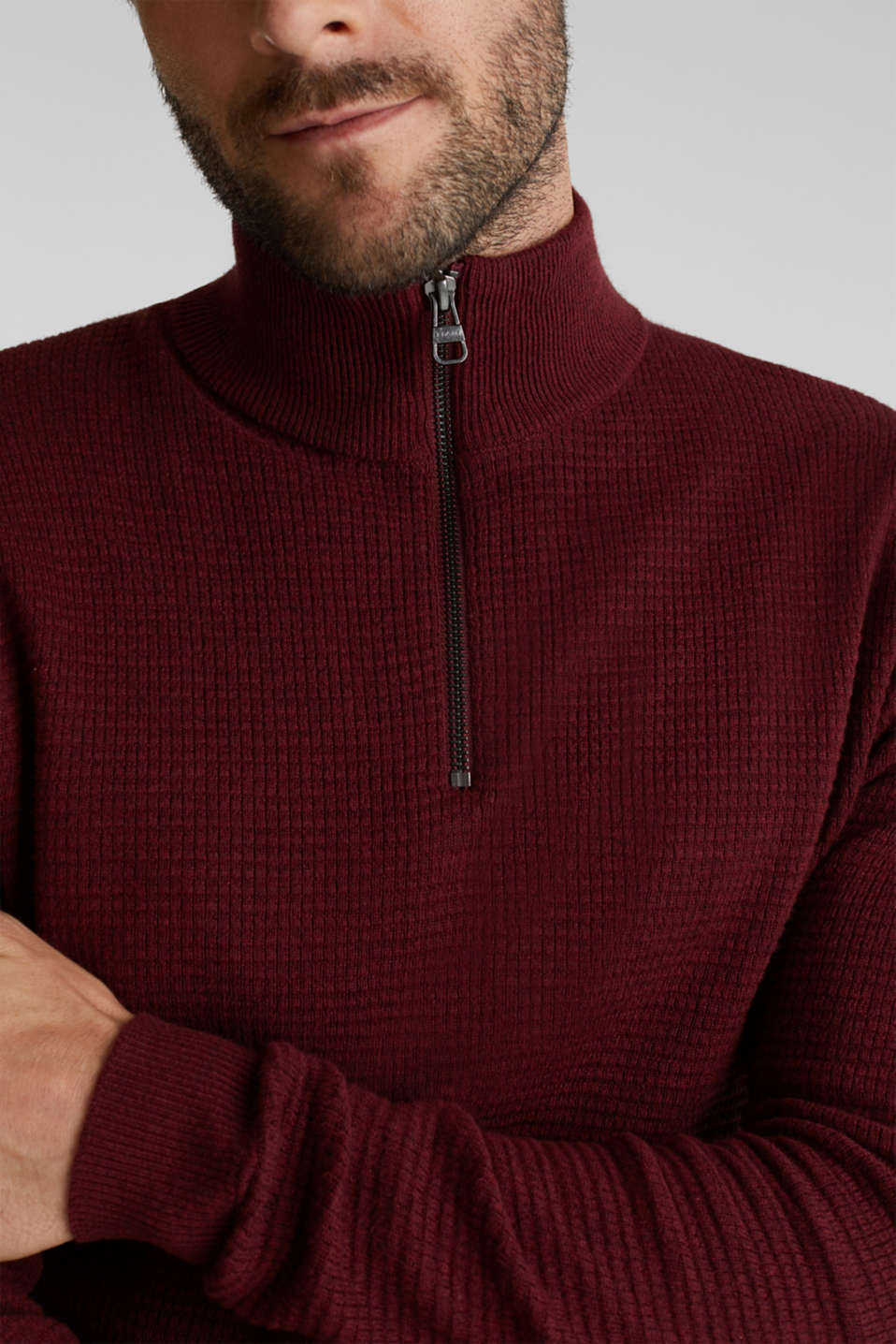 With cashmere: Textured knit jumper, DARK RED, detail image number 2
