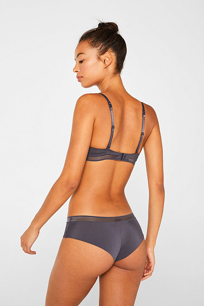 Hipster shorts with seamless leg openings
