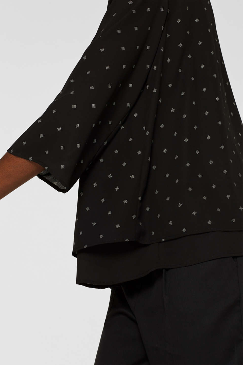 Crêpe blouse in a layered look, BLACK, detail image number 2