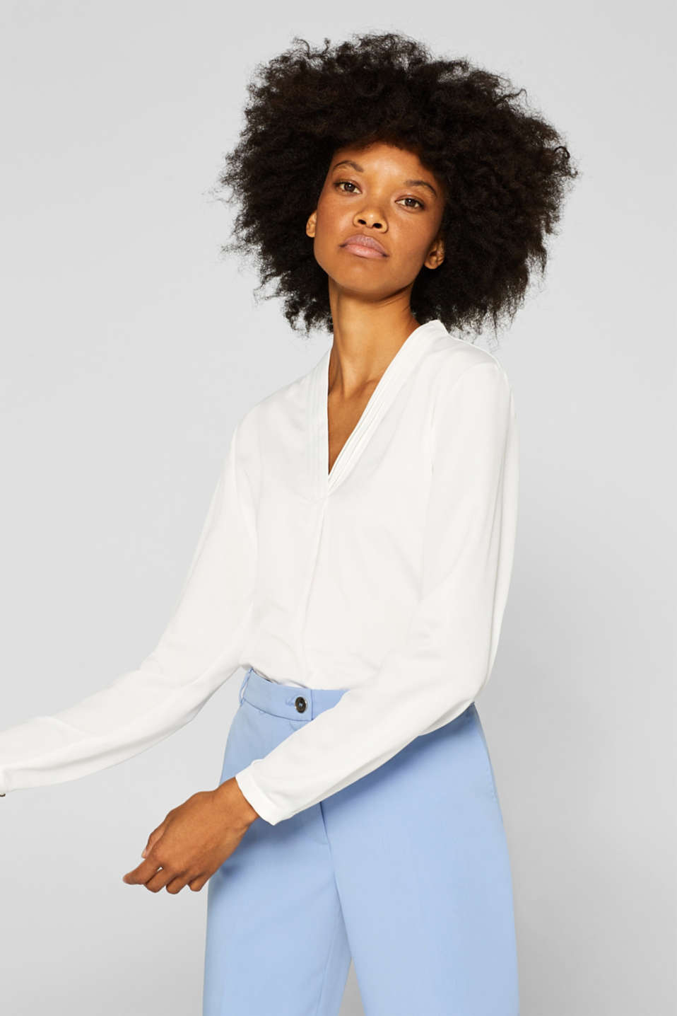 Esprit - V-neck blouse with pleated trims
