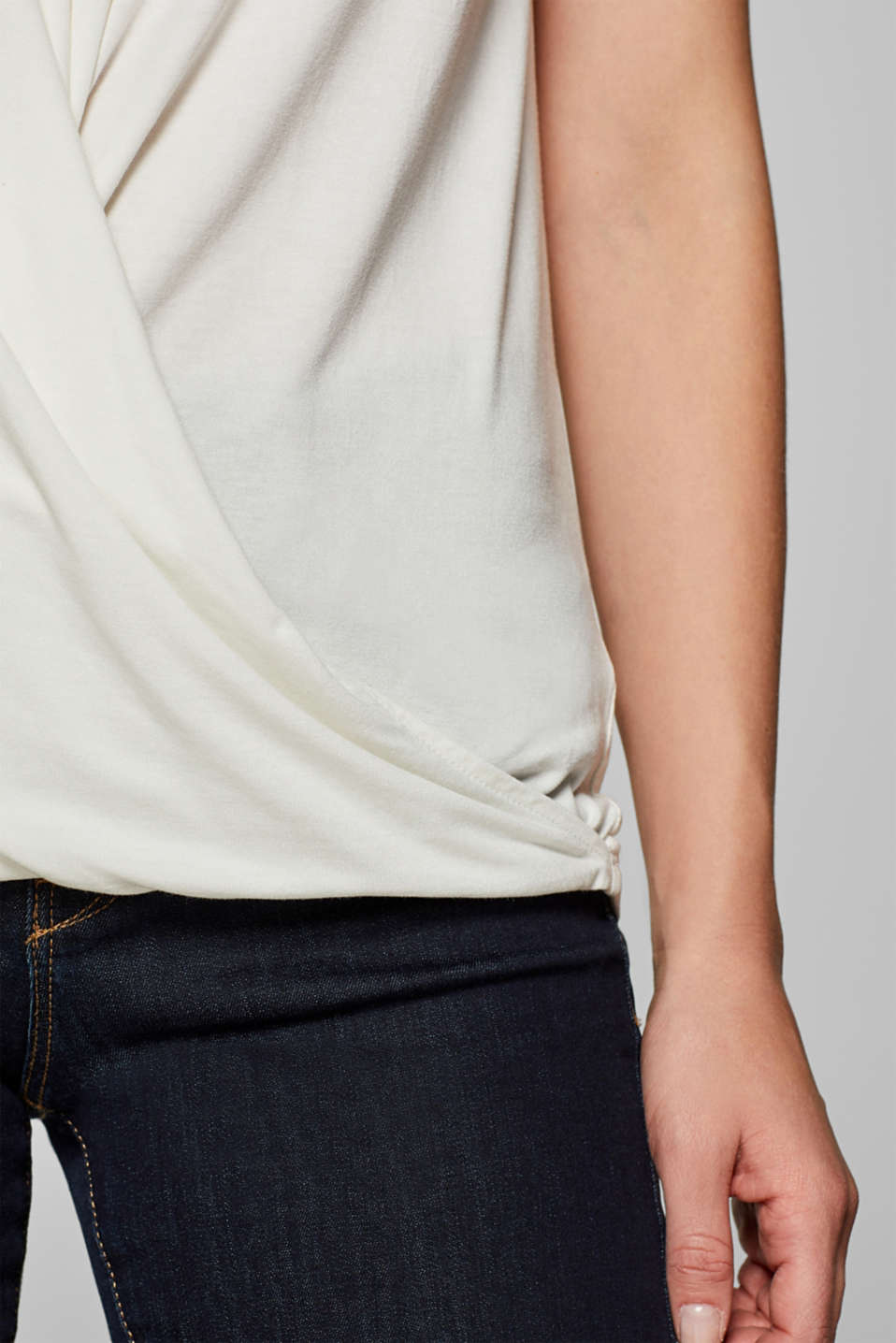 Wrap-over effect stretch tee with a decorative element, OFF WHITE, detail image number 2