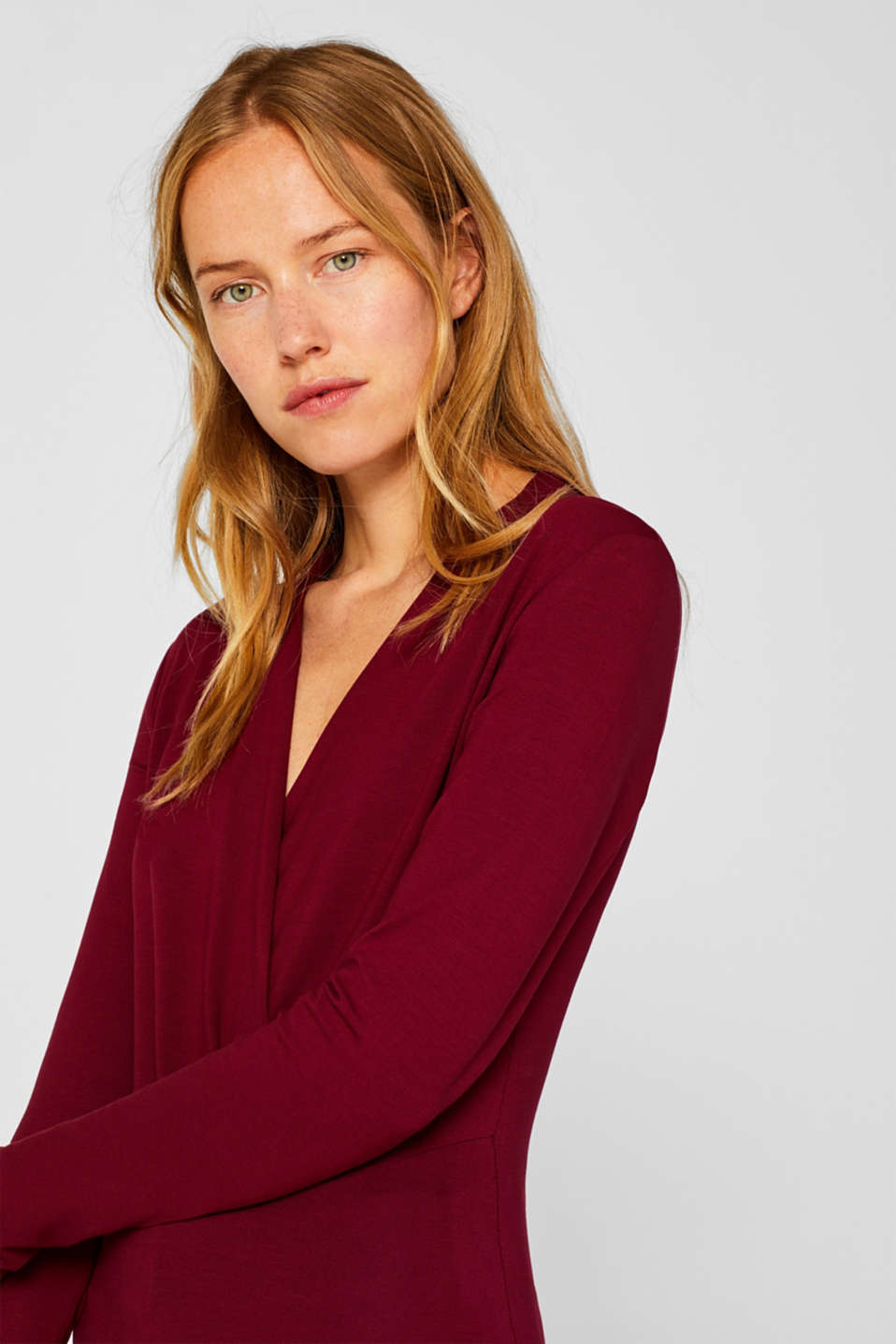 Stretch top in a wrap-over look, GARNET RED, detail image number 4